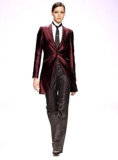 Fuentecapala 2010 - Traje de novia, chaqueta pruna larga con corbata y pantalón negros