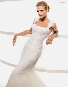 La Sposa 2010 - Leyenda, vestido largo en encaje, de escote cuadrado, tirantes grueso