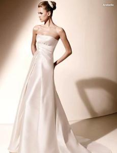 Valentino 2010 - Arabella, vestido largo en mikado, línea A, fruncido bajo el busto, escote recto