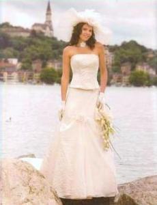 Tati Mariage 2008 - Delphège, robe longue avec bustier strapless et jupe en tulle
