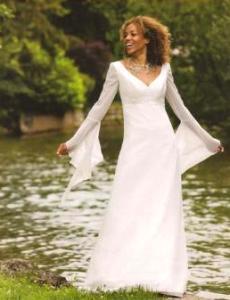 Tati Mariage 2008 - Dysène, robe longue en mousseline, manche longue, à décolleté en V, ceinture haute